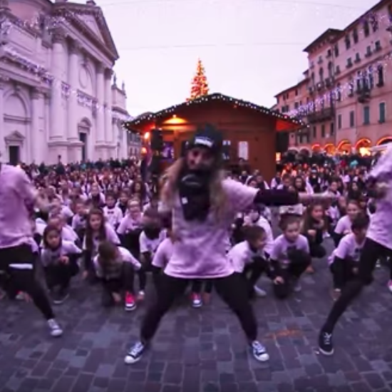 FLASH MOB Basta il colore Sweet DevilS